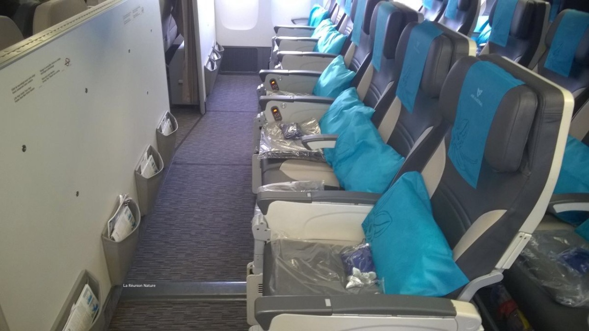 Prendre l'avion avec un bébé : notre expérience sur Air Austral // Flying with a baby : our experience with Air Austral